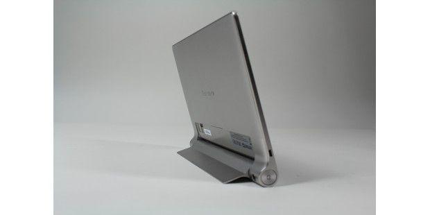 Mit seinem Standfuß lässt sich das Yoga-Tablet alsBildschirm einsetzen