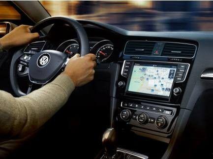 Test: VW Golf mit 9,2 Zoll Display, Gestensteuerung, Carplay
