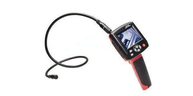 Mit einer Endoskopkamera können Sie die Hohlräume Ihres PKWs kontrollieren (hier ein Modell mit eigenem Bildschirm)