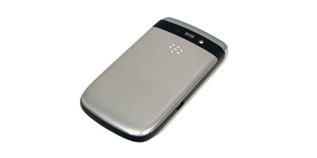 Rückseite: BlackBerry Torch 9810 mit 5-Megapixel-Kameraund LED-Licht.