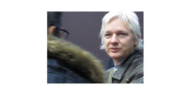 Julian Assange, der Gründer von Wikileaks, schaut seinerAuslieferung entgegen