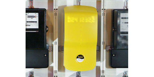 Smart Meter von Yello Strom: Noch wirkt ein digitalerStromzähler wie ein Exot zwischen den analogen Veteranen. In nichtallzu ferner Zukunft wird er aber Standard sein.
