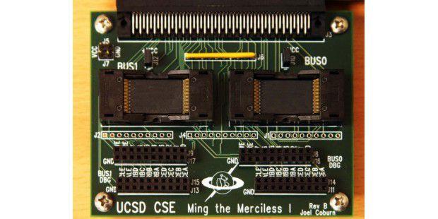 Um Daten direkt von SSDs zu lesen hat die Forschergruppeum Michael Wei diesen Adapter entwickelt.