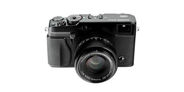 Fujifilm X-Pro: Die Blende stellen Sie über das Objektivein, die Belichtungszeit über ein Drehrad.