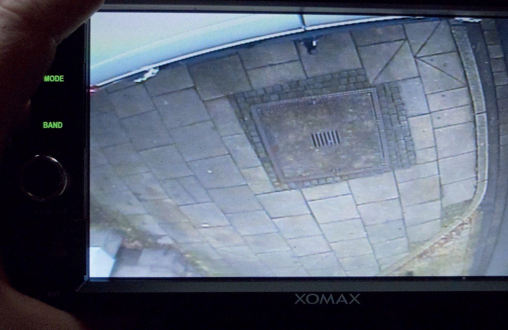 Do-it-yourself: Rückfahrkamera mit Display fürs Auto - PC-WELT