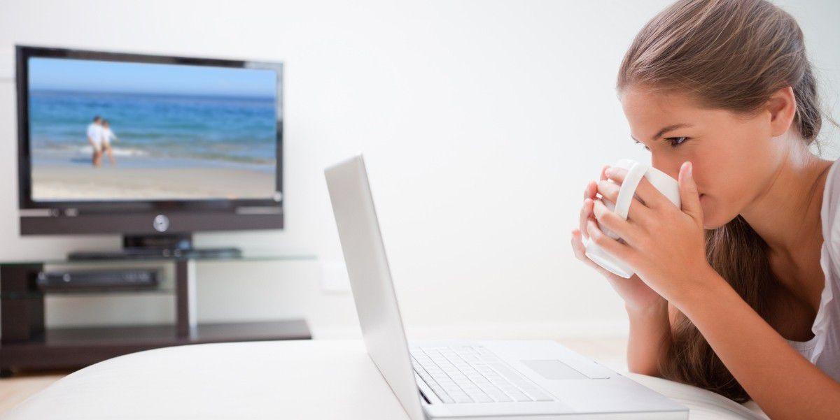 Grundig Fernseher Mit Laptop Verbinden : Über wlan oder per kabel: so verbinden sie ihren laptop mit dem