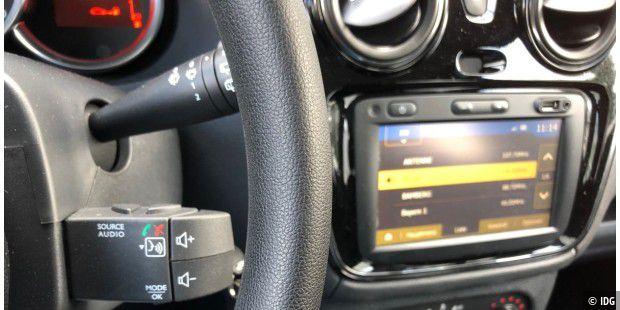 Test: Navigation und Unterhaltung im Dacia für 300 Euro - PC