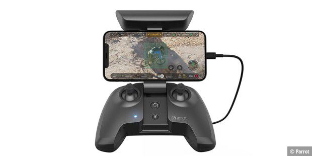 Skycontroller 3 mit Smartphone.