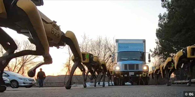Clip: 10 Roboter-Hunde schleppen einen Truck ab